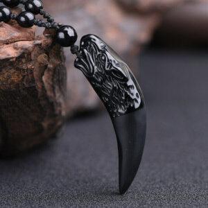 Collar de cuentas vikingas de piedra volcánica con colgante de lobo negro natural obsidiana