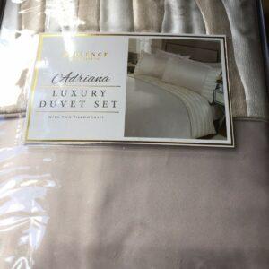 Nueva funda nórdica de lujo con ropa de cama doble Adriana empaquetada