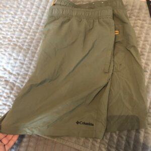 Pantalones cortos Columbia verde para hombre con forro XL, ropa deportiva para exteriores apenas desgastada