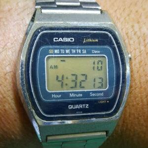 RARO RELOJ LCD VINTAGE Casio-111-QS-34 Japón N 80s Funciona perfectamente